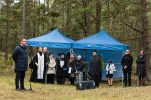 С речью выступает старейшина волости Виймси Иллар Леметти