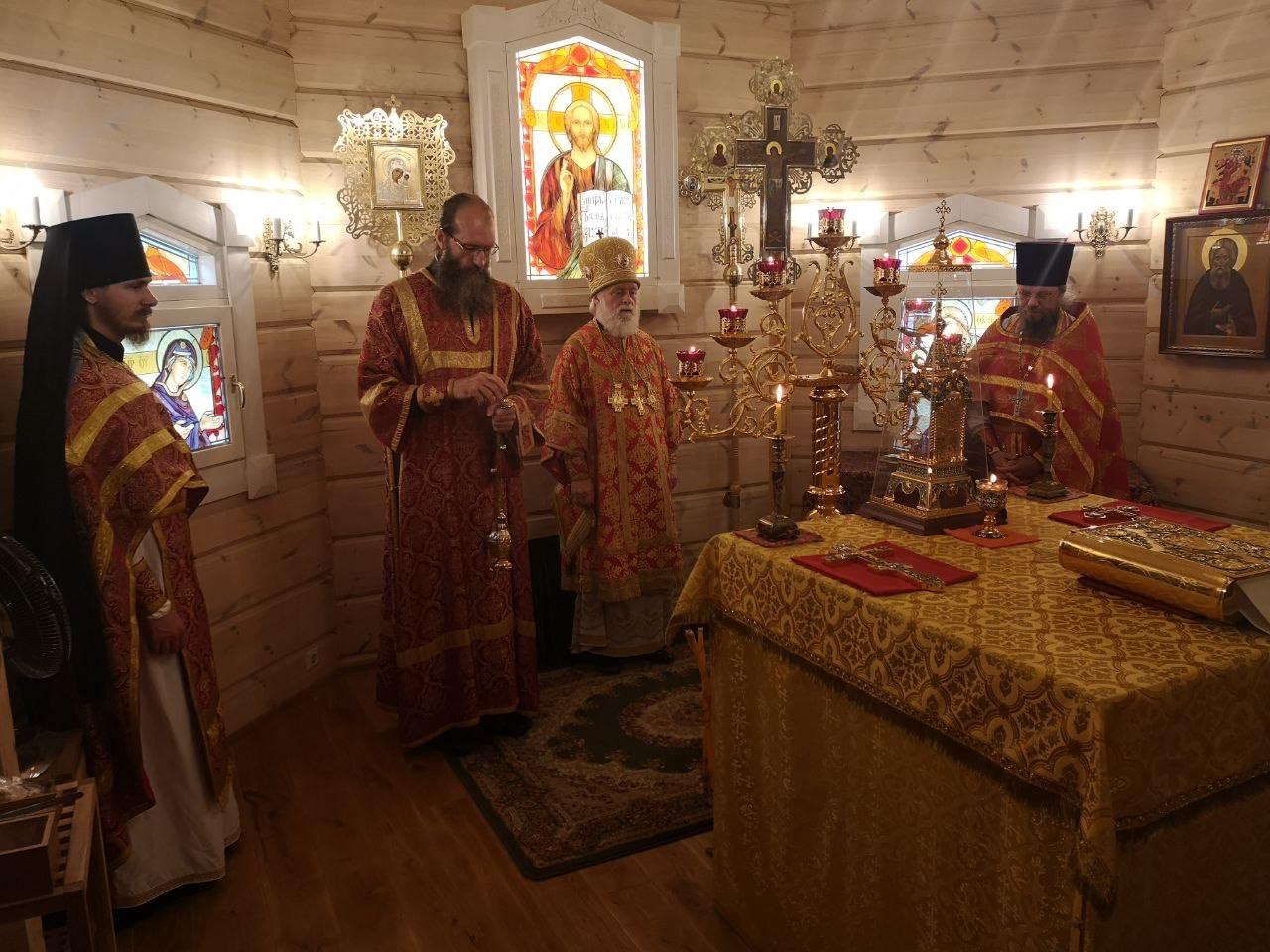 В завершение Литургии состоялся крестный ход вокруг храма
