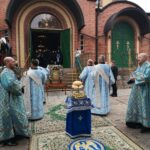 Освящение хлебов, пшеницы, вина и елея на Всенощном бдении накануне праздника на площади перед Успенским собором