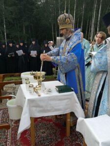 Водосвятный молебен у часовни на Святом источнике