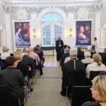 Настоятель храма Рождества Пресвятой Богородицы г. Таллинна иерей Виктор Мельник приветствует слушателей