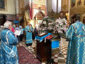 По окончании Литургии был также совершён молебен о сохранении творения Божия (слева - диакон Вячеслав Зарецкий)