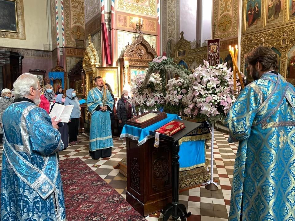 Божественная литургия в последний день праздника Успения Пресвятой Богородицы (на кафедре - епископ Маардуский Сергий)
