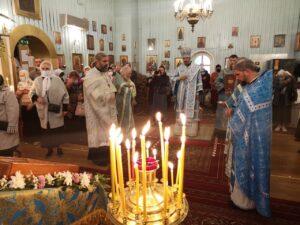 Его Преосвященству сослужило духовенство Таллинской и Нарвской епархий