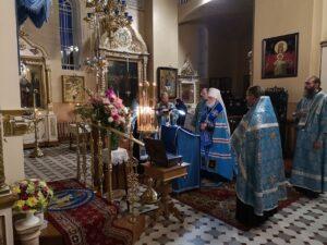 Вечернее богослужение в Пюхтицком монастыре