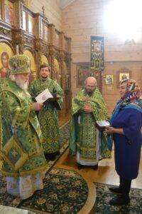 Вручение ордена прп. Евфросинии Московской III степени ктитору храма Александре Азовой